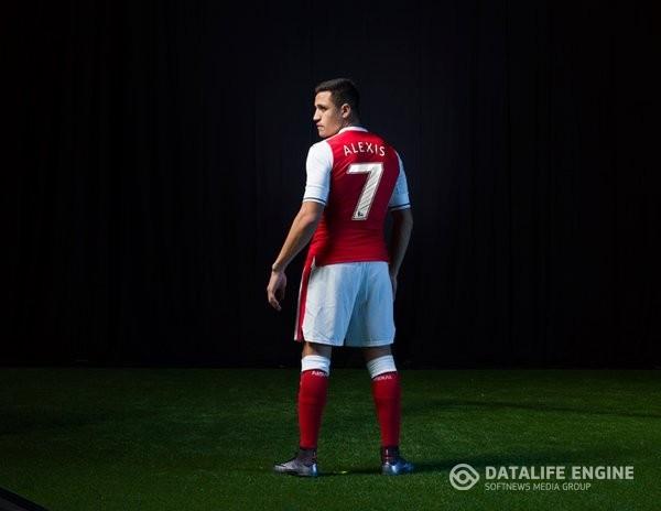 «Арсенал» представил форму на сезон-2016/17, Санчес сменил номер на 7-й