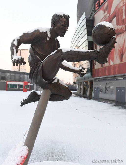 Эмирейтс в снегу. Фото
