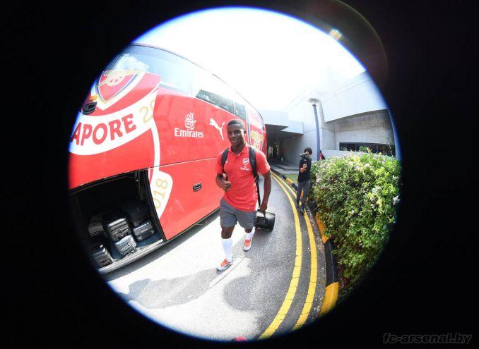 Арсенал прилетел в Сингапур